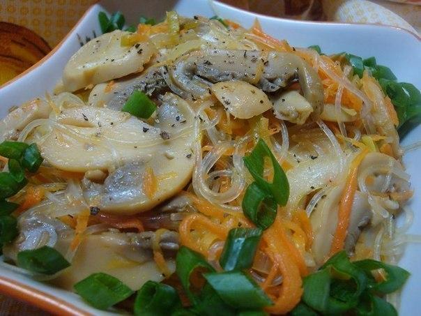 Салат из фунчозы с грибами рецепт с фото